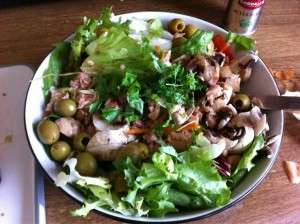 Salad with olives, tuna and lettuce